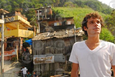 Viviane se disfarça para subir o morro onde vivia - Globo ...