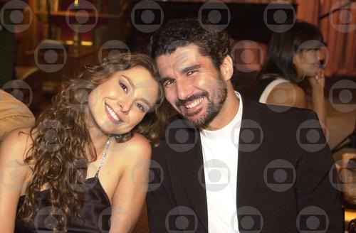 Padre Pedro (Nicola Siri) e Estela (Lavínia Vlasak)