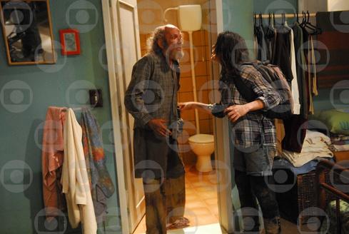 Cristiana leva um mendigo para sua casa